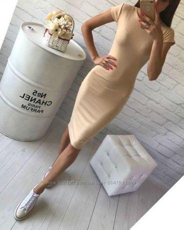 Бежевое платье футболка по фигуре миди
