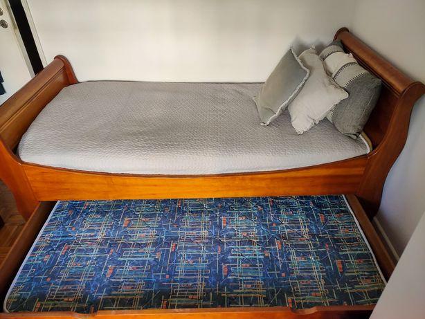 Vendo cama com gavetão com 2 colchões