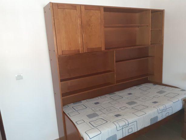 Estúdio com cama com alçando, secretaria também com alçando, 1.90x0.90