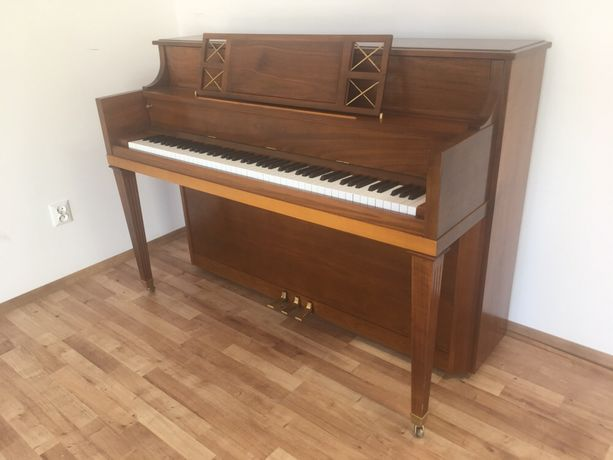 Unikat pianino Kawai na rynek USA