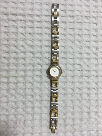 Relógio Guess dourado e prateado