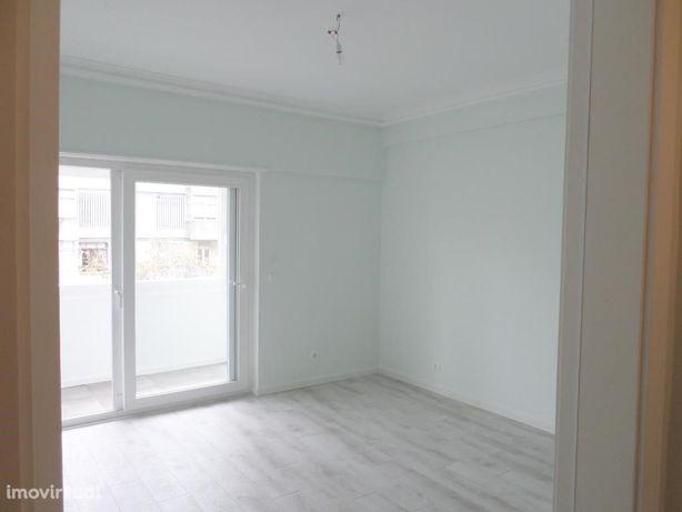 Apartamento T 2+1 na Rua dos Soeiros, 338, 5º Esq. em Lisboa