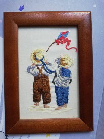Haftowany obrazek dzieci i latawiec