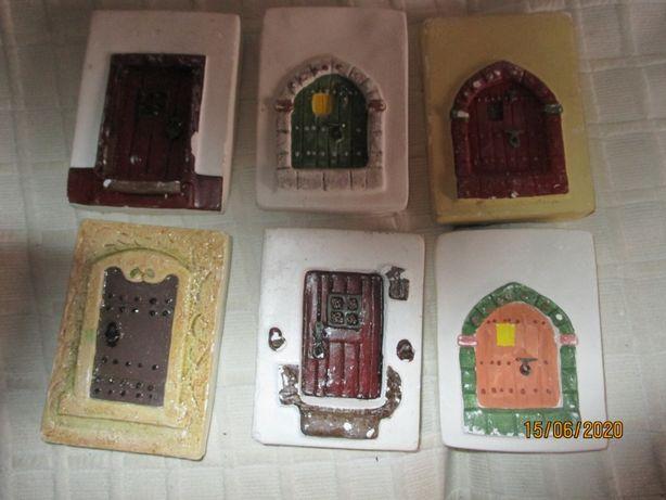 Colecção de 6 portas feitas em gesso p/ decoração