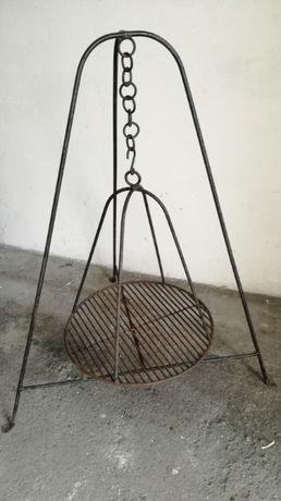 Sprzedam używany grill żeliwny trójnogi