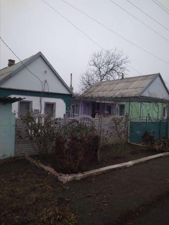 дома в деревне с виноградником и садом