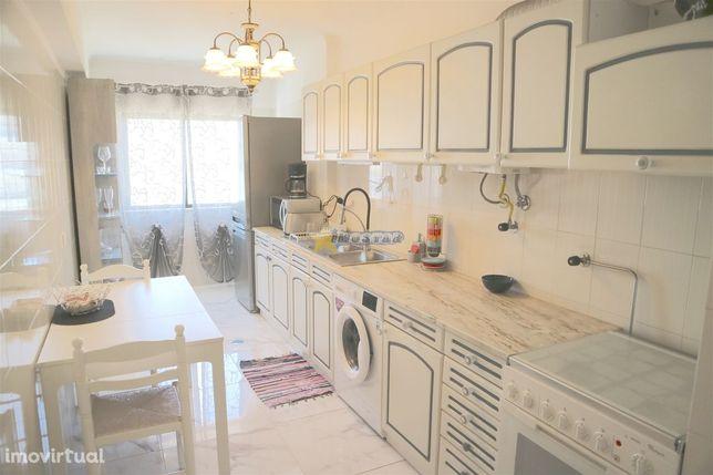 Apartamento T1+1 c/garagem - Quarteira
