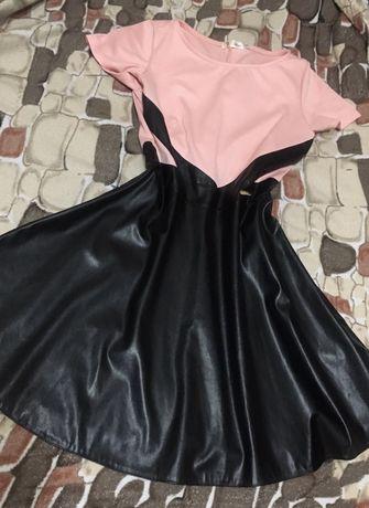 Платье, оазмер М, тянетмя до ХL