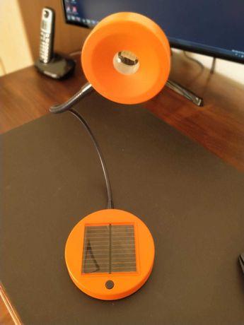 Candeeiro de mesa solar