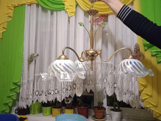 Люстра на три лампи