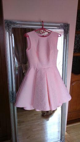 Sukienka rozkloszowana dłuższy tył