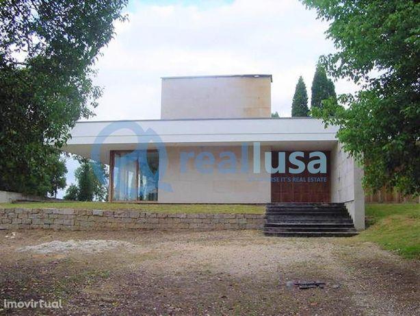 Moradia T4 espaçosa em Aguada De Baixo, Aveiro, Excelentes condições d
