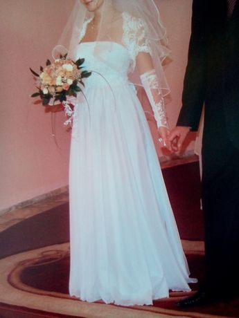 Продам белоснежное свадебное платье 46-48 р +подарок
