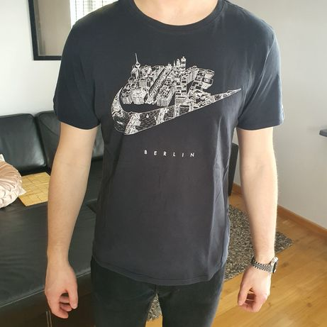 Czarny T-shirt Nike Berlin rozmiar L
