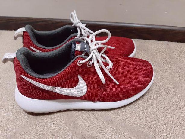 Оригинальные кроссовки nike красные 37 размер