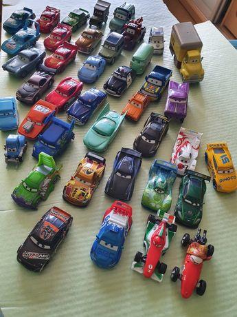 Игрушки автомобили из мультфильма Тачки