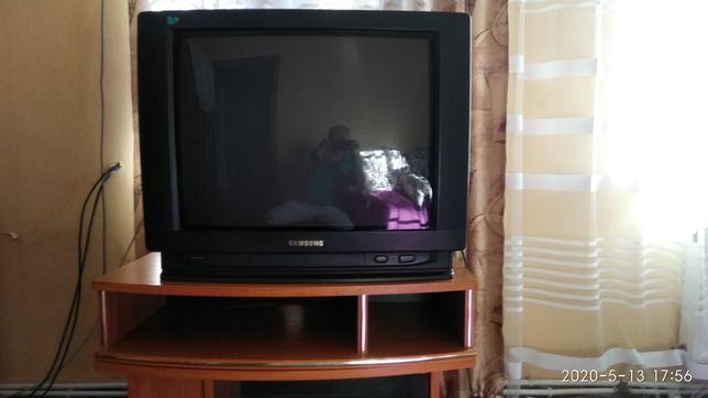 Телевизор Самсунг с тв. тумбой.