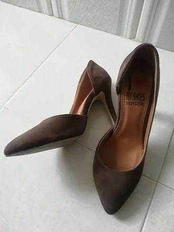 Sapatos (sem marcas como novos pouco uso)