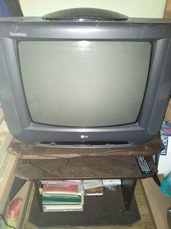 Телевизор LG , ДВД проигрыватель BBK , и тумба под ТВ