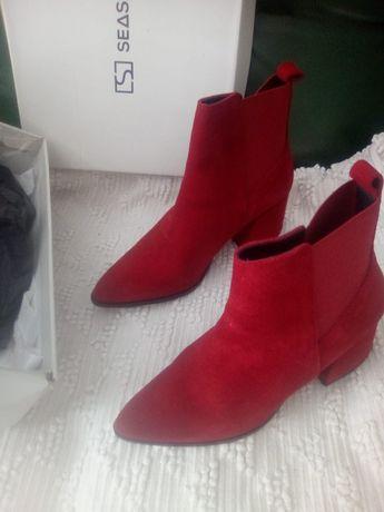Botas camurça cor vermelha salto alto