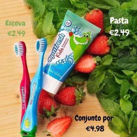 Escova + Pasta de Dentes Morango