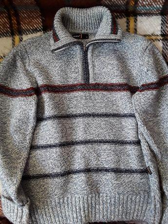 новый теплый свитер для мальчика 44разм