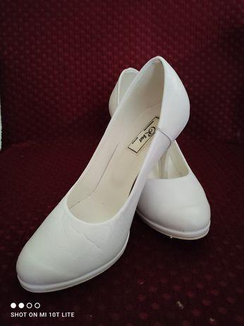 Buty ślubne ze skóry rozmiar 37