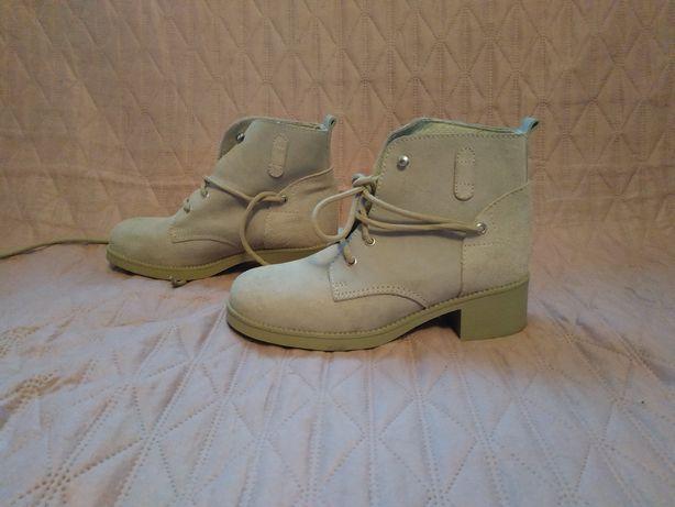 Buty botki beżowe rozm. 38 Oyster zamsz