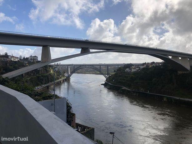 T1 com terraço e vista sobre Rio Douro! Totalmente renovado!