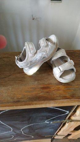 Buciki sandalki świecące r 23