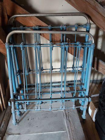 Zabytkowe łóżko metalowe