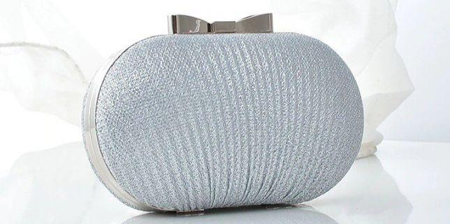 Новий Клатч сріблястого кольору у комплект входить ланцюжок