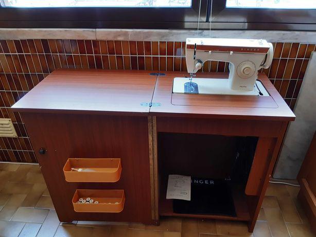 Maquina de costura com movel