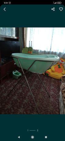 Ванночка с подставкой и сливом