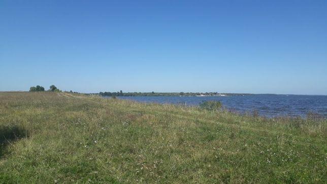 Участок на море, у самой воды,.Всего 27 км от Киева. Цена за сотку