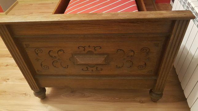 Lozko drewniane rzeźbione