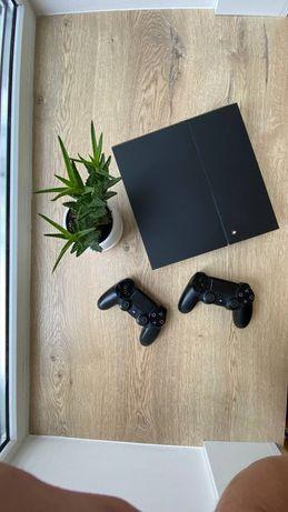 Продам Sony PS4 + 2 геймпада