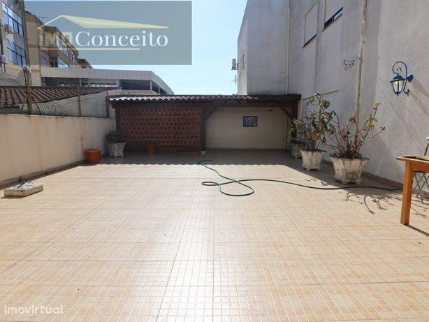 Apartamento T3 | Terraço | Parqueamento e Arrecadação