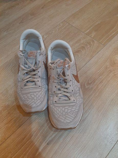 Buty sportowe damskie firmy Nike rozmiar 39