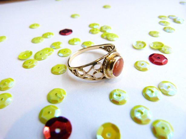 Złoty Pierścionek z Pomarańczowym Oczkiem 3,00G 585 R20