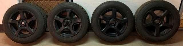 "Czarne felgi aluminiowe z oponami 15"" do Mercedesa"