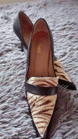 Sapatos em pele tigresa n.40
