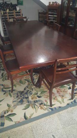 Mesa de jantar com 12 cadeiras