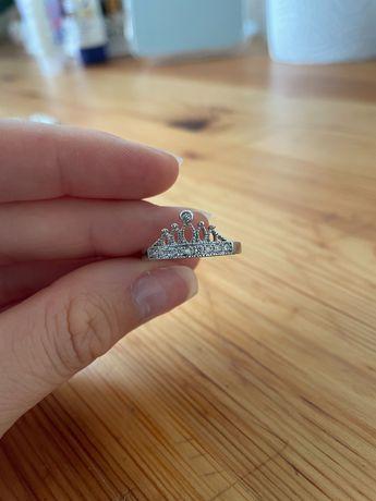 Anel em forma de coroa - bijuteria