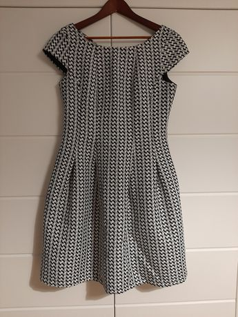 Elegancka sukienka wizytowa r. M