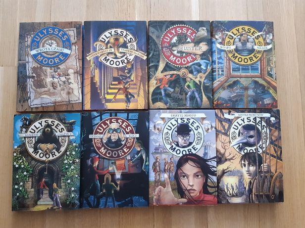 "8 tomów z serii ,,Ulyssess Moore"""
