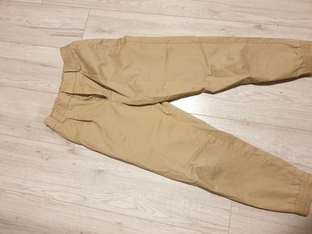 beżowe spodnie pull&bear