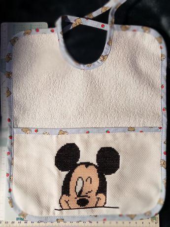 Babete bordado com o Mickey/Minnie