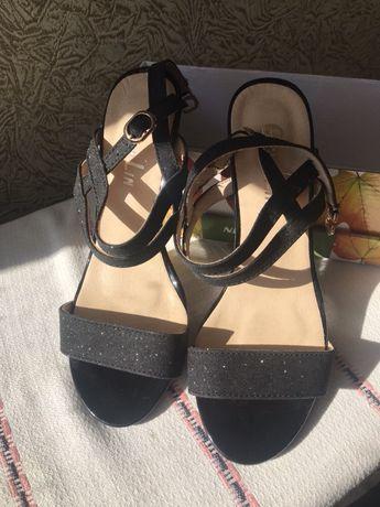Туфли с мерцанием черные. Размер-36. Новые