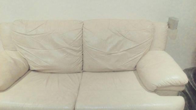 Sofá cama em pele